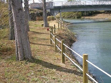 (写真)兵庫県加東市 県立播磨中央公園(ロープ柵)