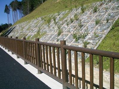 (写真)木柵 木製法枠