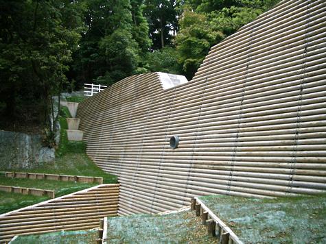 (写真)神戸市須磨区 治山ダム木化粧工