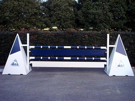 (写真)兵庫県三木ホースランドパーク 障害飛越競技 (飛越障害)