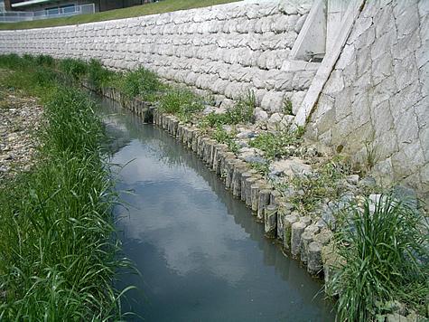 (写真)兵庫県丹波市 連杭工