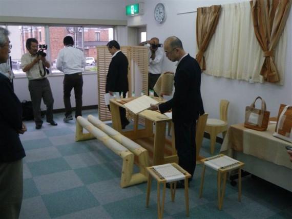 多可ひのき木綿・製品説明会 神戸芸術工科大学・野口教授 説明風景