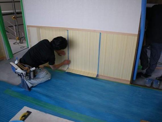 「天然木極薄つき板」 施工中(貼り付け作業・ジョイント部分)