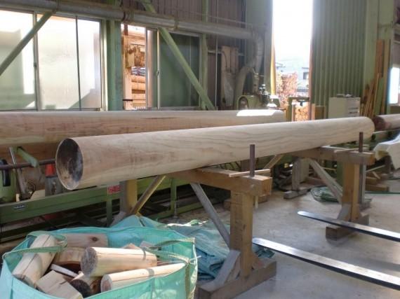 「大径木加工場」も併設 直径30cm加工風景