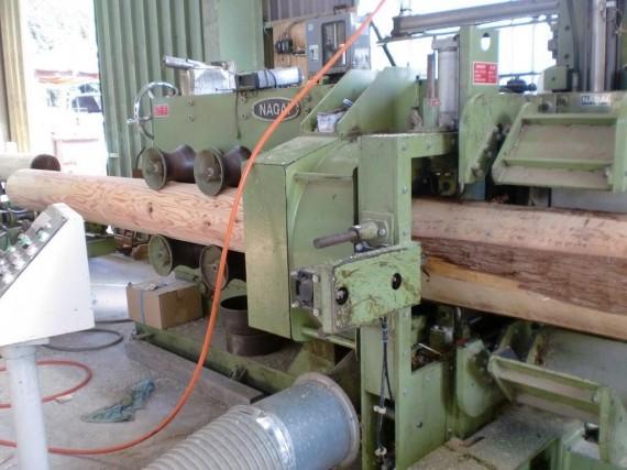 丸棒(円柱・ロータリー)加工風景 (投入側から2)