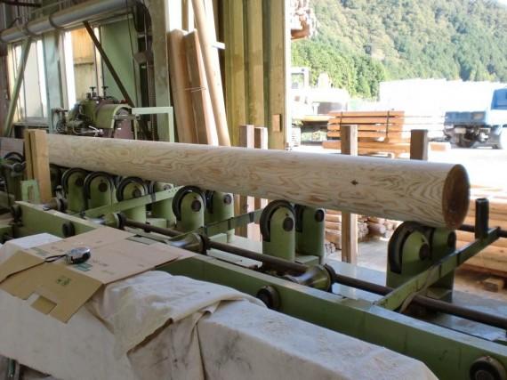 丸棒(円柱・ロータリー)加工風景 (研磨工程)