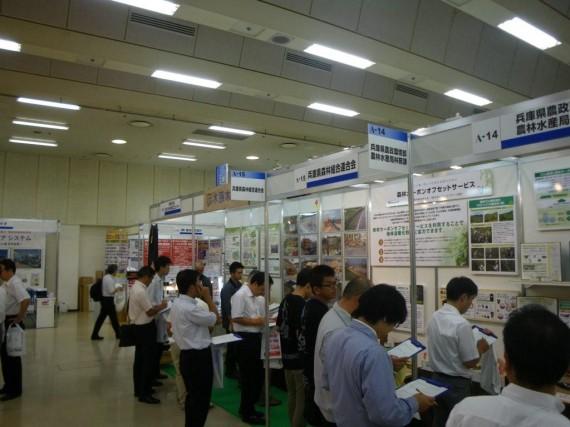 「国際フロンティア産業メッセ2010」 アンケート実施風景