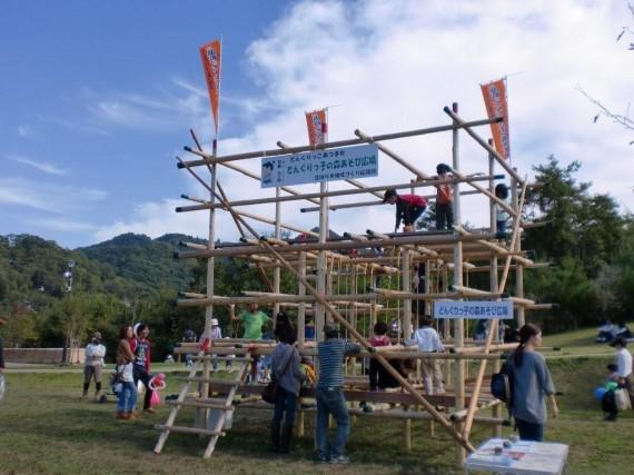 「ひょうごエコフェスティバル・遊びの広場」 足場丸太のジャングルジム