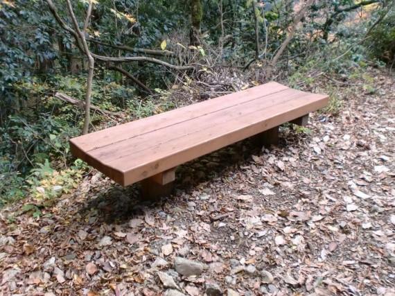 阿瀬渓谷・恐れ滝付近 登山中に一息入れる際に使われるベンチ