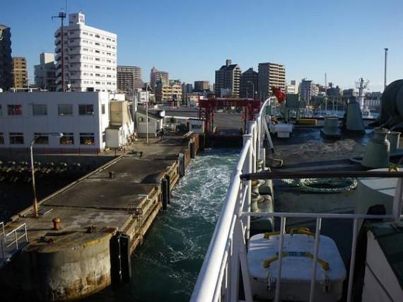 「たこフェリー」 明石港を出港
