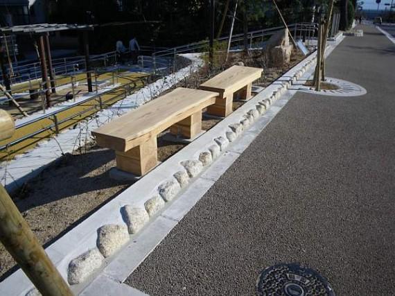 芦屋市・公園内に設置したベンチ