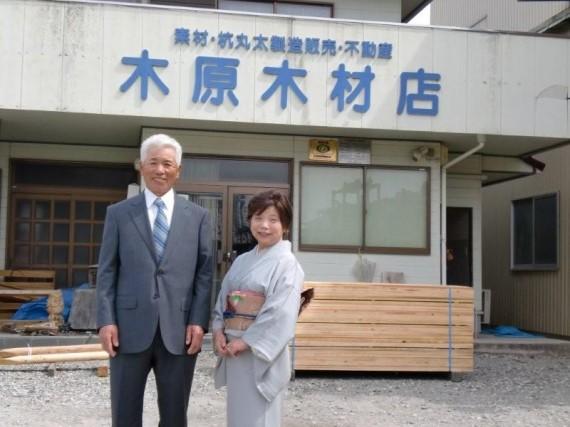 5月の金婚式の際に弊社工場前で撮影したスナップ写真