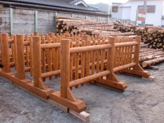 三木ホースランドパークへの搬入前の木製柵(木柵)