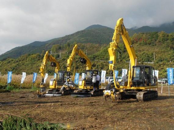 高性能林業機械 「スクロールハーベスタ・木材グラップ」各種