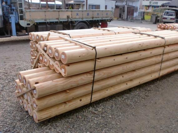 出荷を待つ 「直径20cm」の丸棒加工品  (弊社は直径20cm以上の大口径丸棒に対応できます)