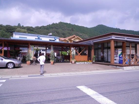 「マイスター工房八千代」の店舗 (開店前から行列が……)