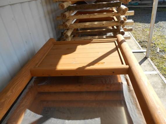 「木製看板」の在庫  (丸棒加工品の在庫だけでなく、完成品の「木製看板」も在庫)