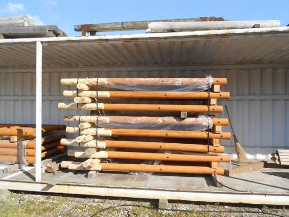 「木製看板」の在庫 (半開きのコンテナで在庫保存、倉庫コストの削減にも)
