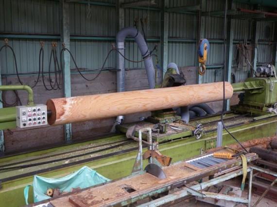 「特大・丸棒加工機」 直径38cm加工風景 (左側から5 削り作業終了)