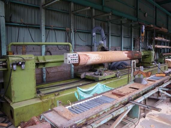 「特大・丸棒加工機」 直径38cm加工風景 (左側から3 削り終盤)