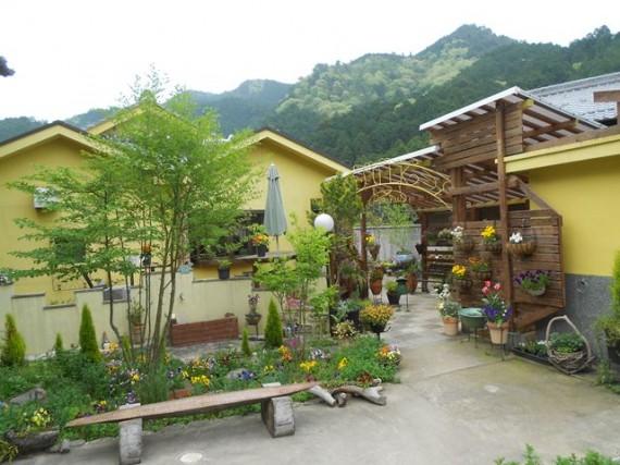 間伐材マイスターの実家から最も近いオープンガーデン (多田・白石邸)