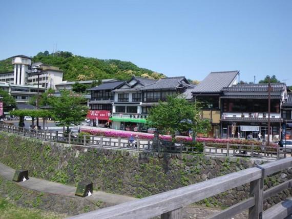 「錦帯橋」周辺の木柵(転落防止柵) (景観に配慮した木材利用方法です)