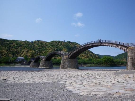 「錦帯橋」全景 (下から)