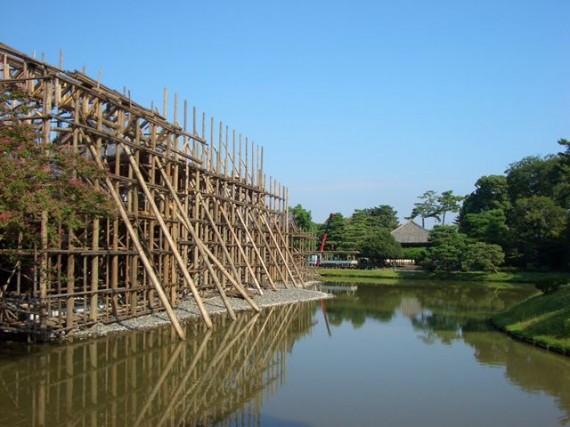 修理中の「平等院鳳凰堂」 (南斜めから) (H24.09.22)