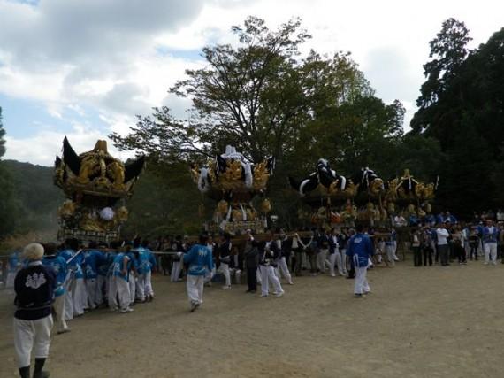 播州糀屋稲荷神社・秋祭り 稲荷郷5地区の太鼓屋台が勢ぞろい(5台目揃い)