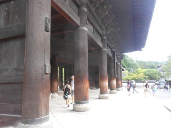 「南禅寺・三門」 丸柱・円柱の様子