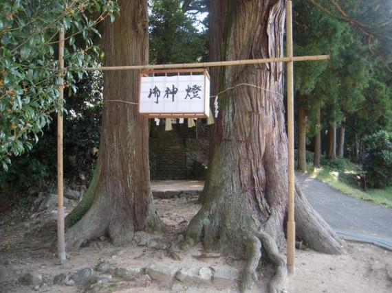 岩座神・五霊神社 丸棒加工品を活用した提灯釣り(支柱)