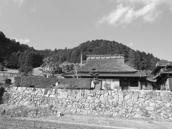 創業地の「間伐材マイスター」の生家(H25.1.1) (玄関先で杭加工を行っていた時期も)