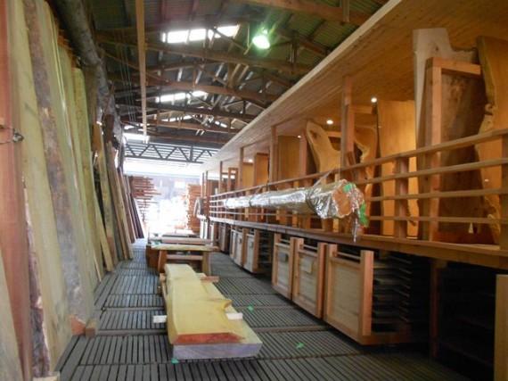 「製材所部門」の板材の展示場  (たくさんの板材が自由に見れます)