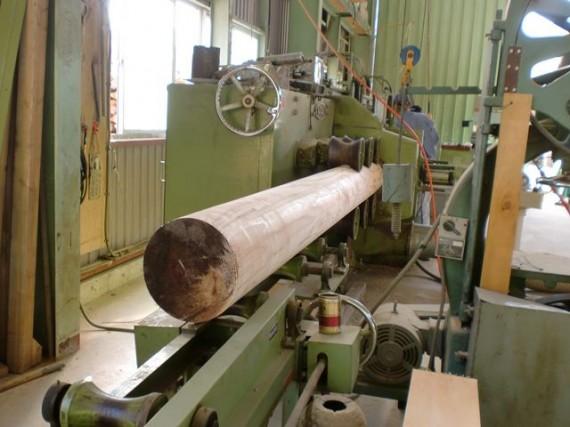 直径30cmの丸棒(円柱)加工風景 (加工後側から)