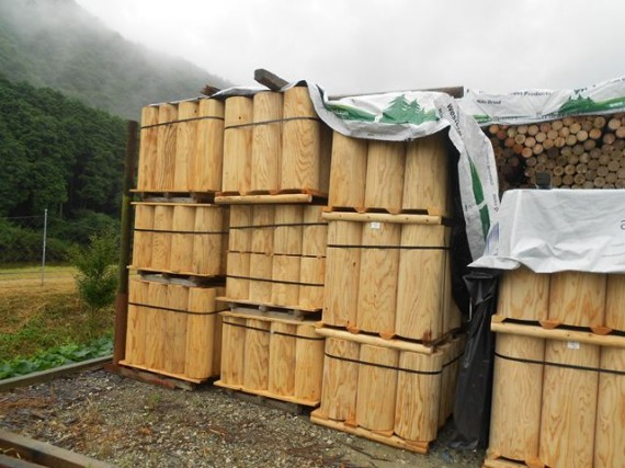 直径30cmの丸棒(円柱)加工製品 (製品として使われこそ、木の特性が生きます)