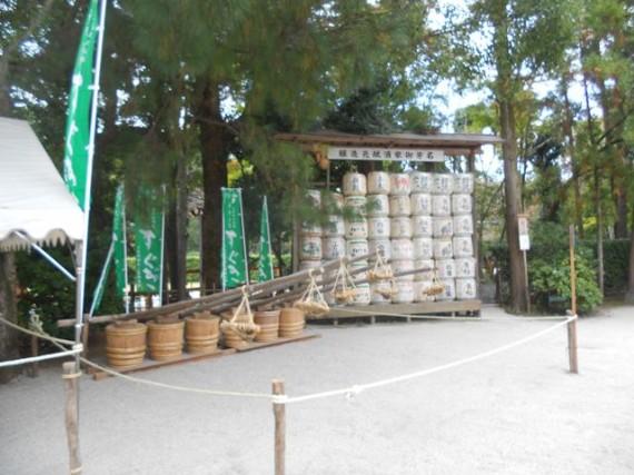 上賀茂神社の境内に奉納されていた「すぐき漬け」の漬け樽