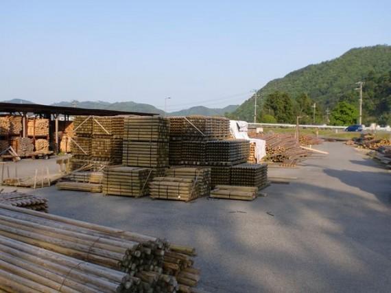第2木場で在庫の「杉・桧杭(防腐加工)」と杉桧の小径木の原木