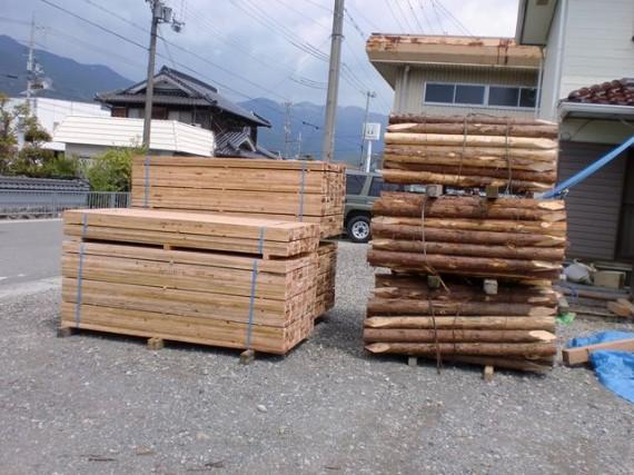 「土木用杭」 と 「矢板」 をセットで出荷できます