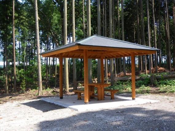 「間伐材加工製品の使用事例」 【東屋】  (兵庫県多可町内)