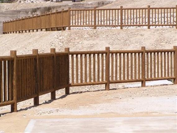 「間伐材加工製品の使用事例」 【木柵】  (兵庫県多可町内)
