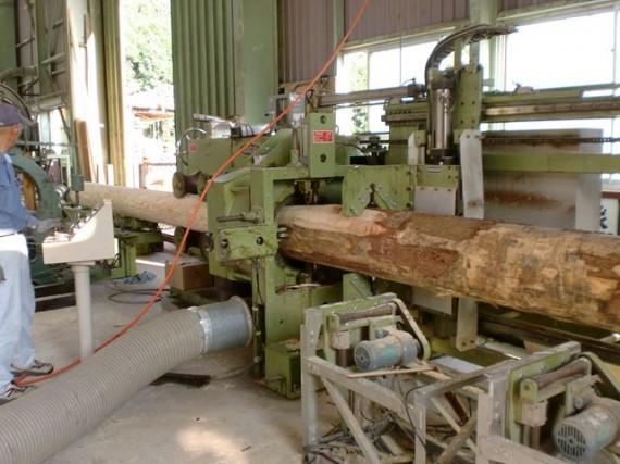 丸棒(円柱)加工機 大口径・量産型 投入側から(直径30cmまで加工)