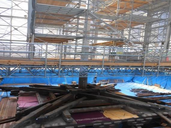 「薬師寺東塔」 最上階層の解体作業の様子
