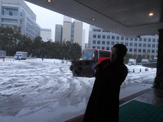 「東京(首都圏)・大雪」の様子 (ホテルの玄関先から)