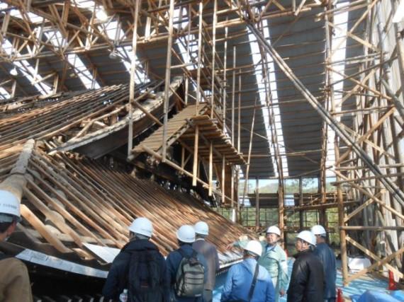 「仁和寺・観音堂」 修理現場見学会 (横側から)