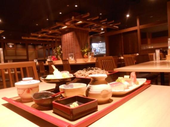 店舗訪問時に食べた「ざるそば・お寿司」の定食