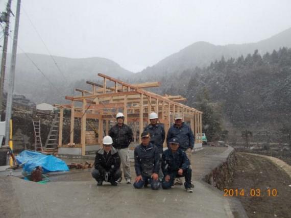 「裏山の木」で棚田の里に農舎を建築しています