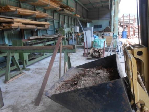 「丸棒加工場」の大清掃中で排出されたごみ(オガ粉や埃)