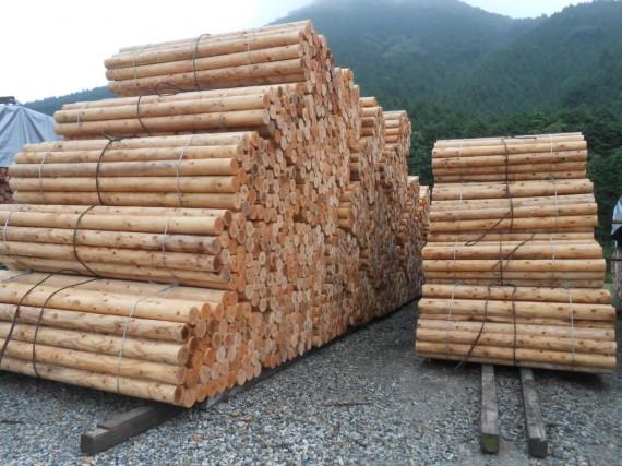 弊社の定番製品「直径100mm、長さ2m・2,000mmの丸棒材・円柱材」