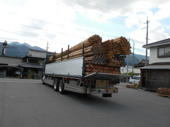 千葉県木更津市に搬送される各種材料 (大型車で搬送)