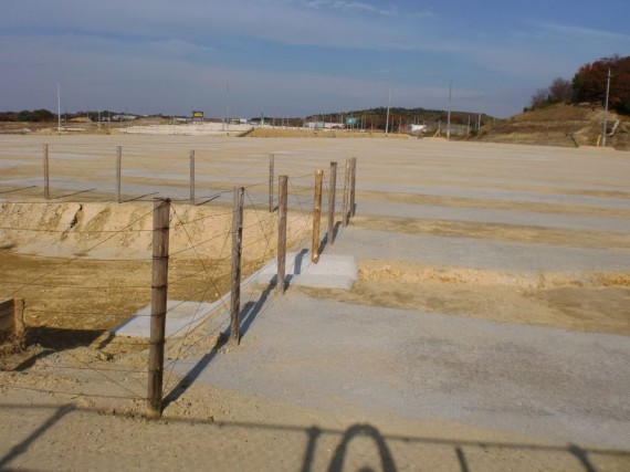 造成地での立ち入り禁止柵の例1